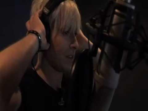 Starman zingt in het Simlish voor De Sims 3 Ambities